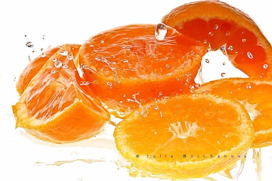 mandarines isolated on white with splashes